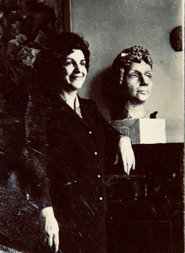 Kristin Saleri with sculpture by Zerrin Bolukbasi